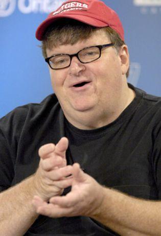 Foto: Moore dice que su nueva película sobre Bush será tan polémica que quizás no debería filmarla