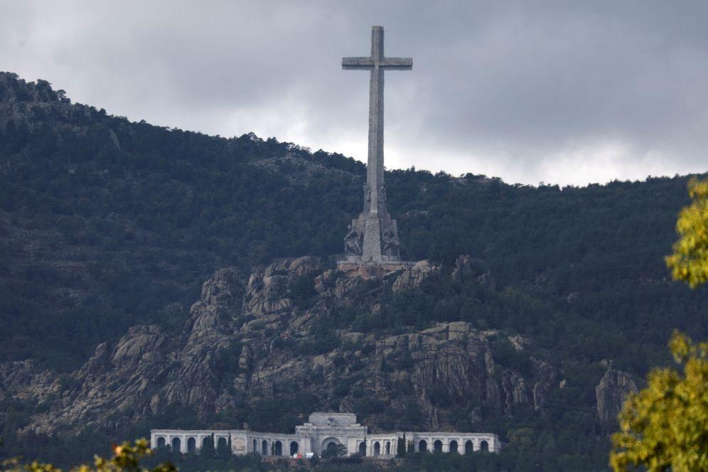 Foto: La imponente cruz que preside el Valle de los Caídos, este 21 de octubre. (Reuters)