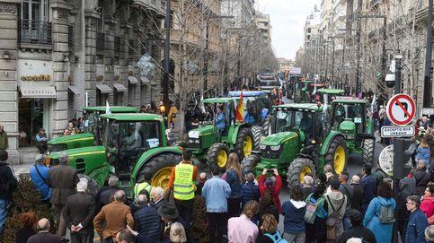 Una tractorada en Granada se desvía del itinerario y corta el tráfico en el centro