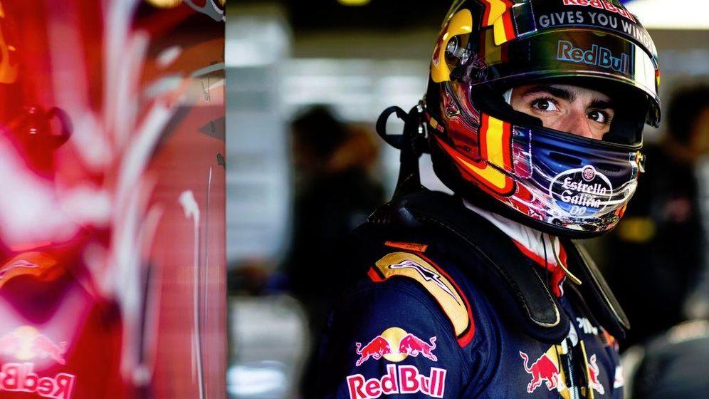 Foto: Carlos Sainz en su box de Toro Rosso (@Carlosainz)
