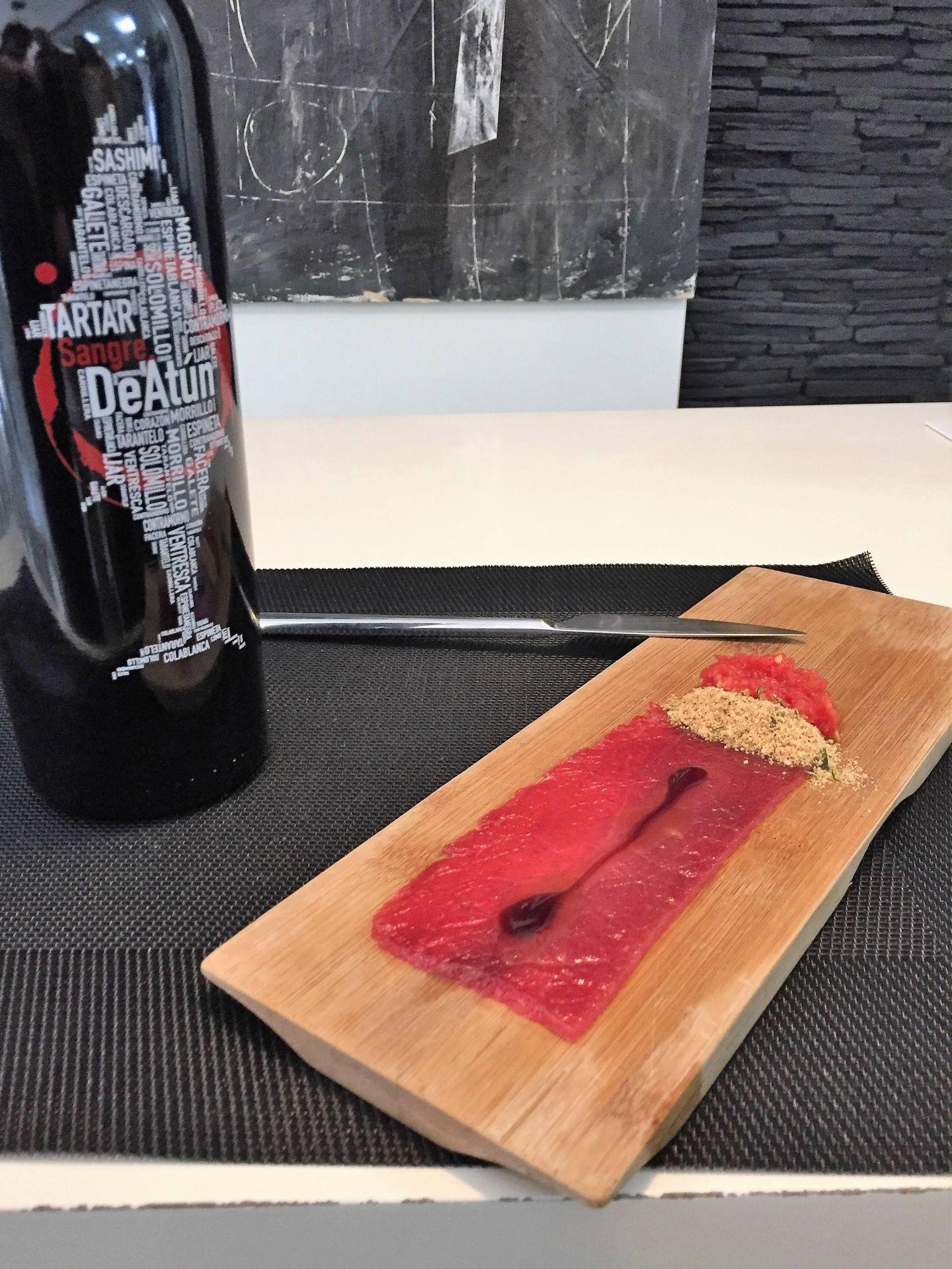 ¿El plan? Tomar tomatún y brindar con Sangre DeAtún.
