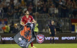 Un dron con una bandera provoca una tangana y la suspensión del Serbia-Albania