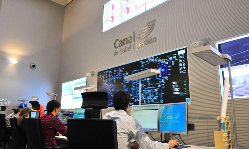Foto: Trabajadores del Canal de Isabel II.