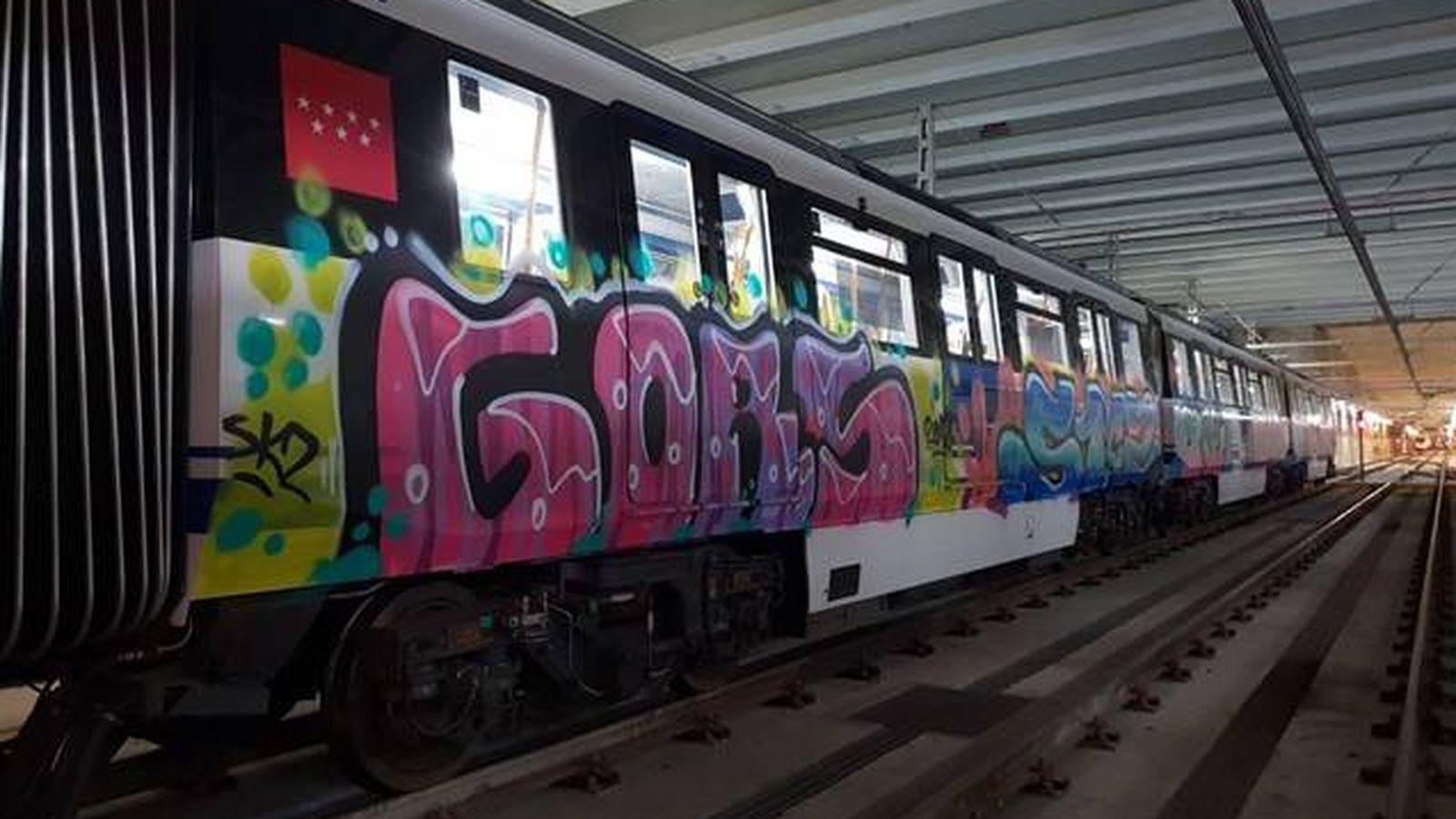 Foto: Un grafiti en un tren de Madrid.
