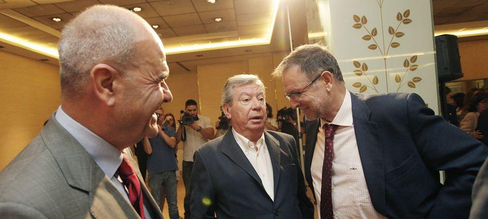 Foto: Chaves, Corcuera y Marcelino Iglesias en el desayuno informativo organizado por El Confidencial (E. Villarino).