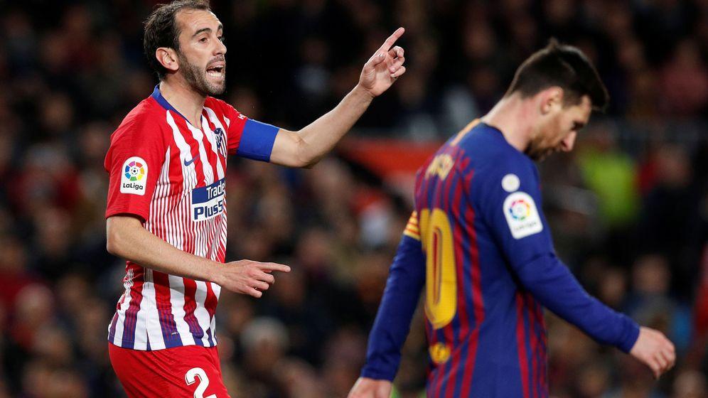 Foto: Diego Godín durante el partido entre el Atlético de Madrid y el Barcelona en el Camp Nou. (Efe)