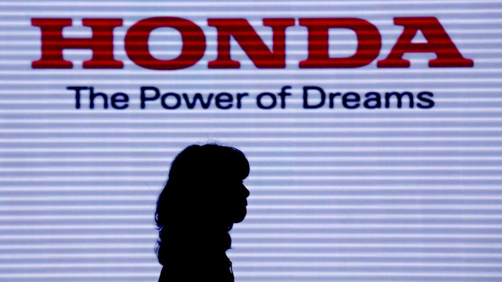 Foto: El adiós de Honda a partir de 2022 supondrá un serio aviso para el modelo de negocio del futuro en la Fórmula 1 (EFE)
