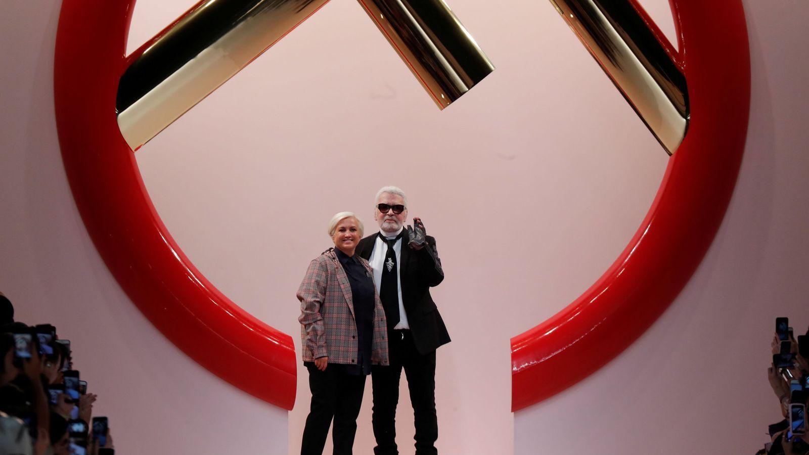 Foto: Karl Lagerfeld con Sivia Venturini Fendi. (Reuters)