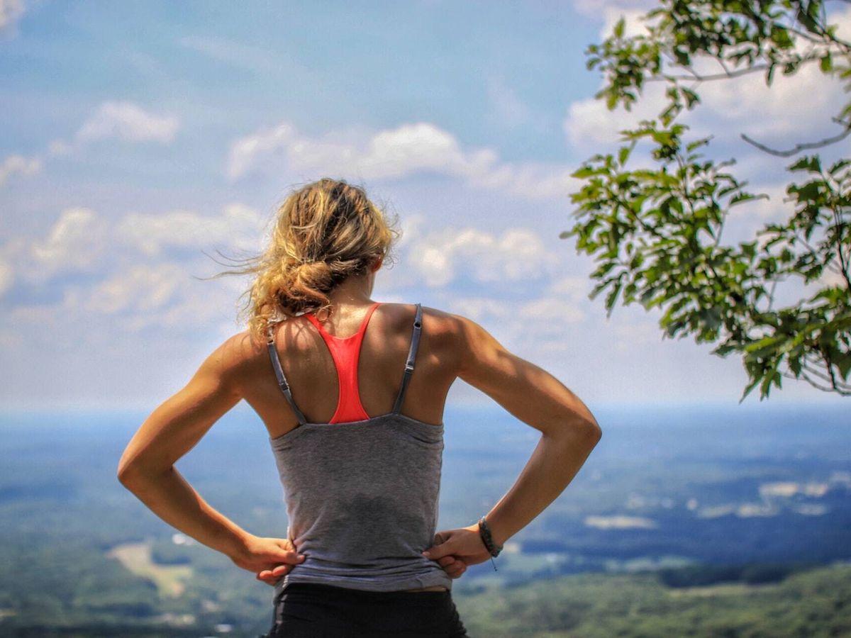 Foto: La mujer descubrió su pasión por el ejercicio antes de perder su extremidad (Unsplash)