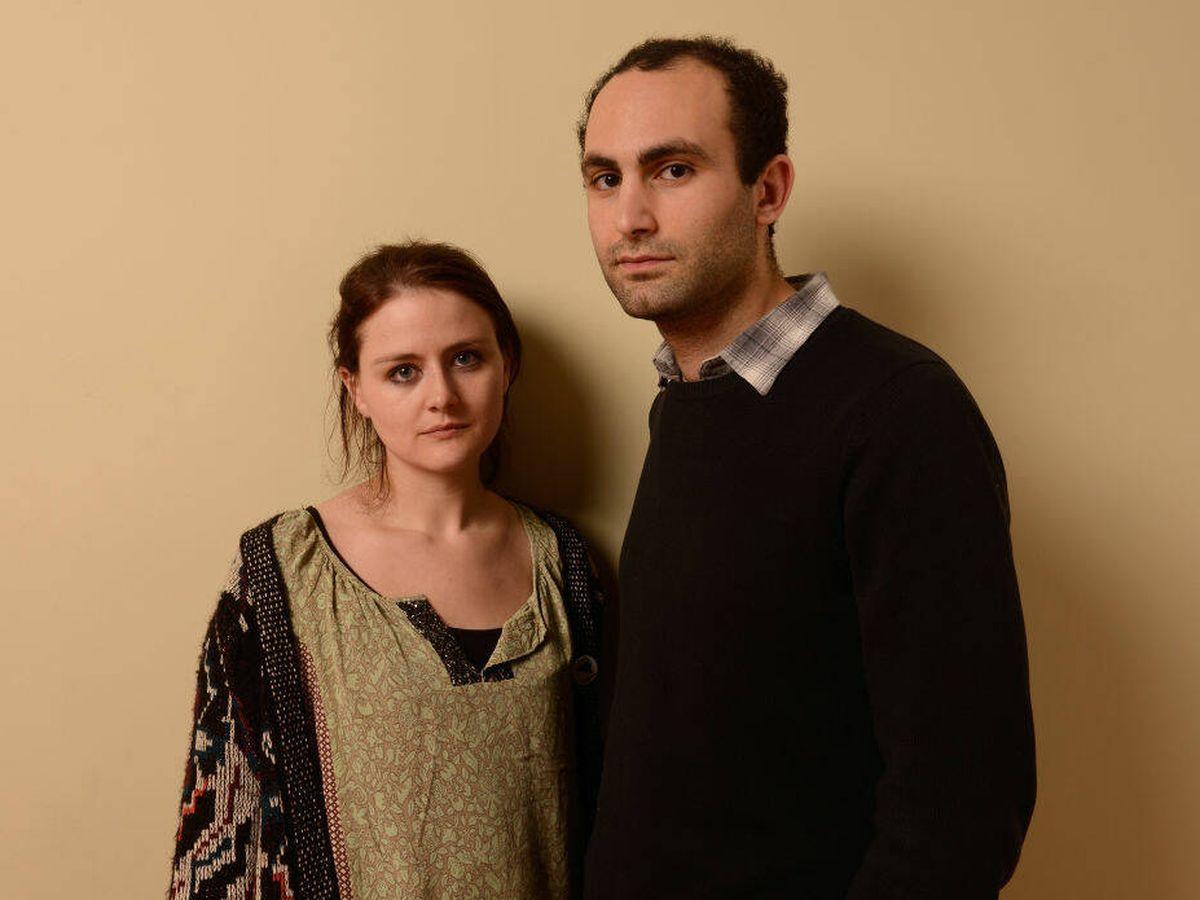 Foto: Khalid Abdalla, con su mujer. (Getty)