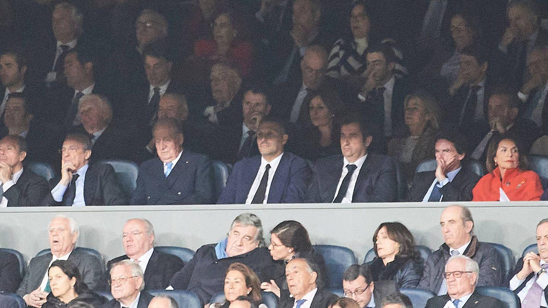 El rey Juan Carlos, en el palco junto a Florentino. (Limited Pictures)