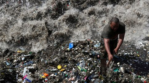 Las montañas de plástico que inundan las playas de Santo Domingo