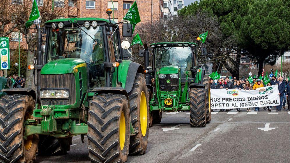 Foto: Manifestación de agricultores y ganaderos en Burgos. (EFE)