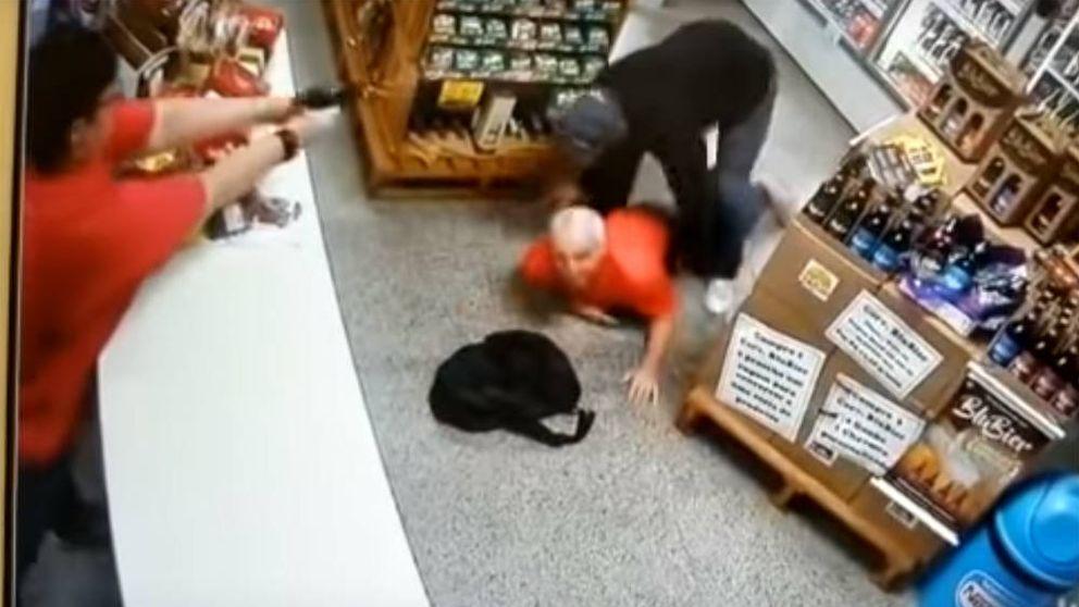 Una mujer mata a un ladrón de un disparo cuando entra a robar a su tienda