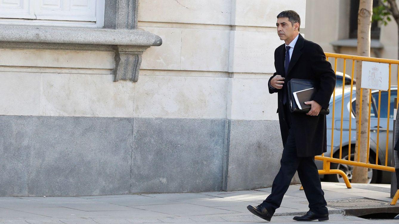 Foto: Josep Lluís Trapero, a su llegada al Supremo este jueves. (EFE)