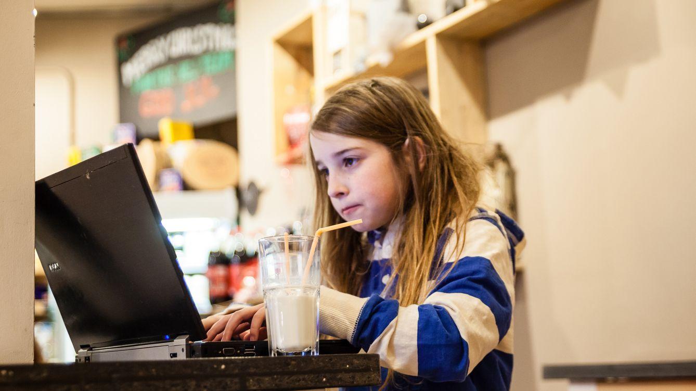 Foto: Una niña de siete años 'hackea' una red de wifi público en diez minutos