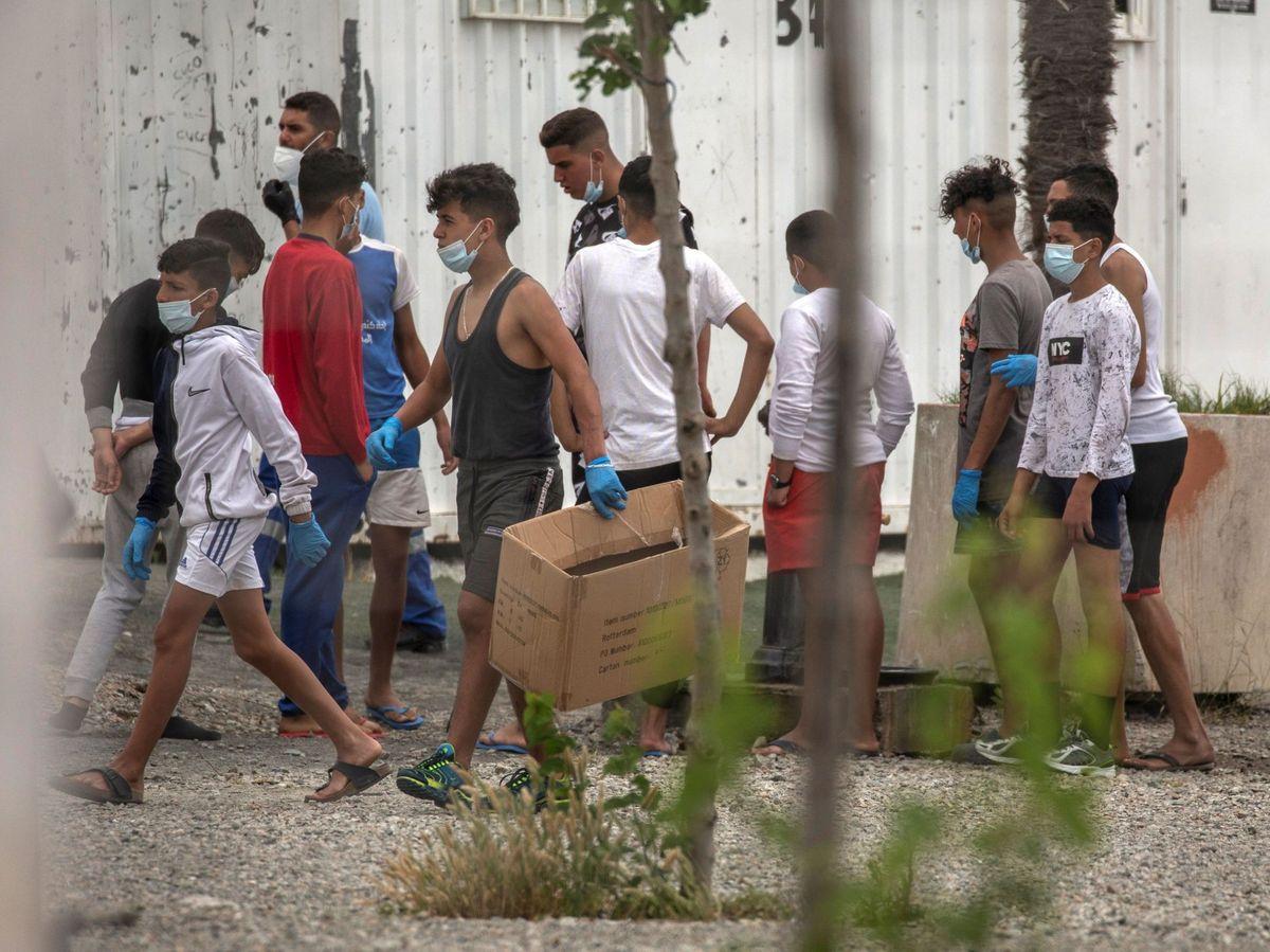Foto: Menores inmigrantes en Ceuta (EFE)