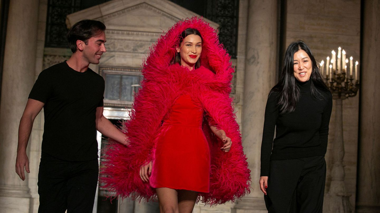 Laura Kim, Fernando Garcia y Bella Hadid.  (Reuters)