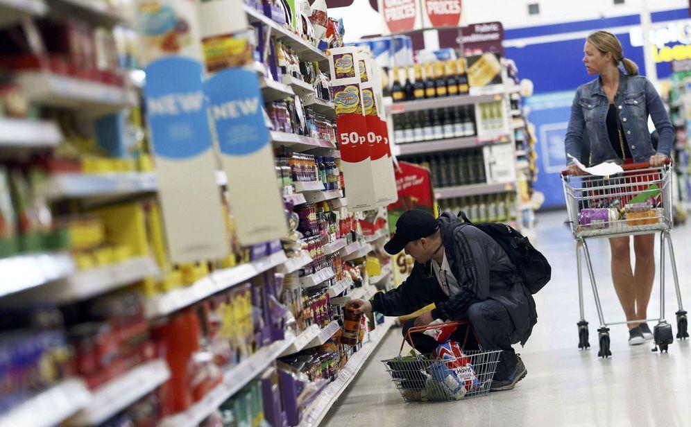 Foto: Británicos compran en un supermercado de Londres. (Reuters)