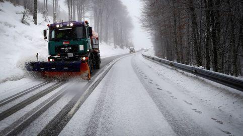 68 carreteras cortadas por nieve y hielo, entre ellas la A-6 (Galicia) y la A-67 (Palencia)