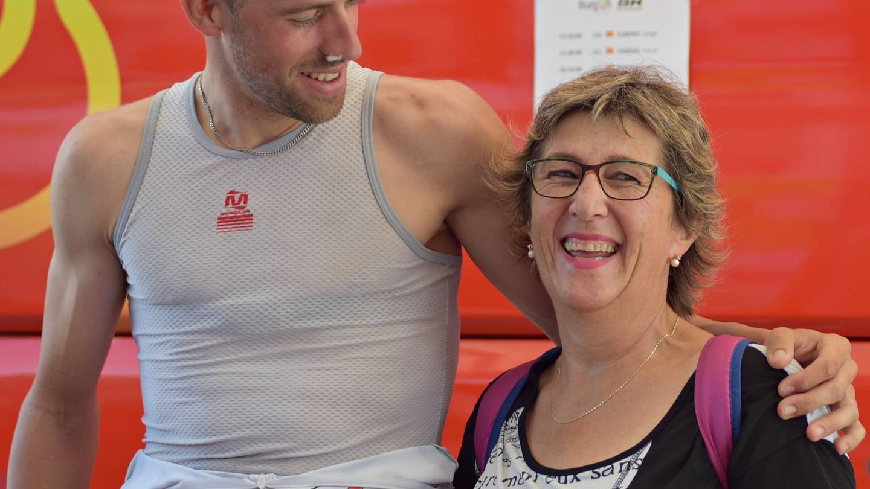 Jordi Simón, con Esteher, su madre (Toñi Guerrero).