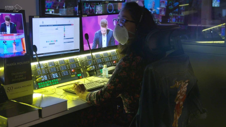 Lucía Sesma, en el control de 'Pasapalabra'. (Atresmedia)