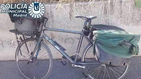 Detenido por ir en bicicleta por la M-30... con 9 patos escondidos en maceteros