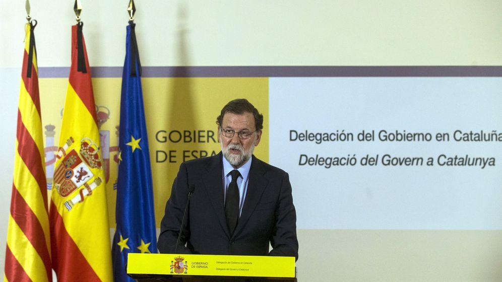 Foto: El presidente del Gobierno, Mariano Rajoy, tras llegar a Barcelona (EFE)