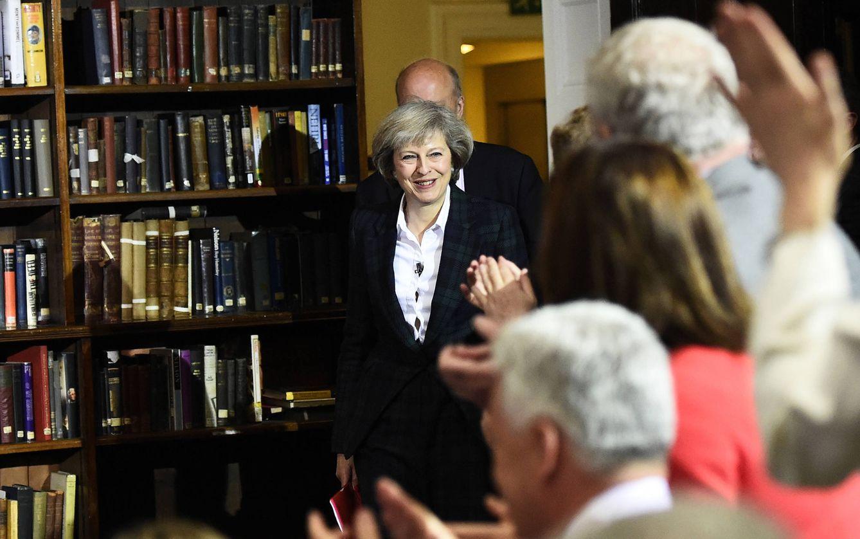 Foto: Theresa May llega al Royal United Services Institute de Londres para dar un discurso, el 30 de junio de 2016. (Reuters)