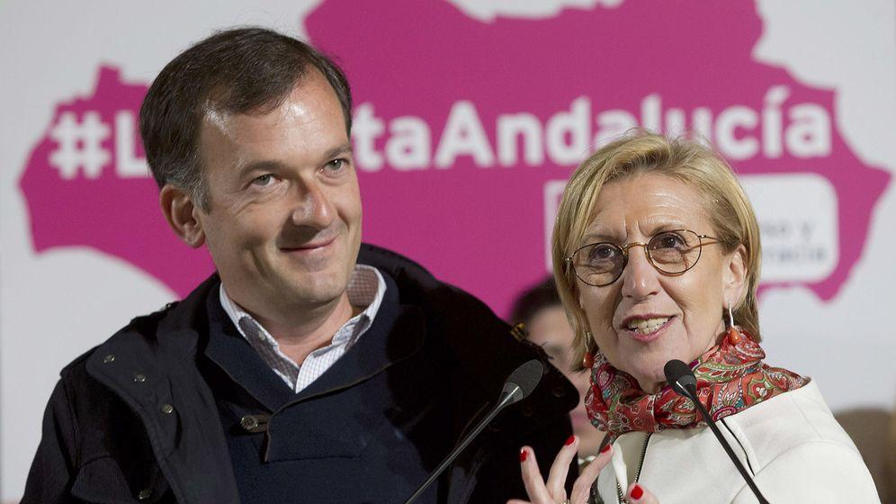 Foto: La líder de UPyD, Rosa Díez, y el candidato a la presidencia de la Junta, Martín de la Herrán. (Efe)