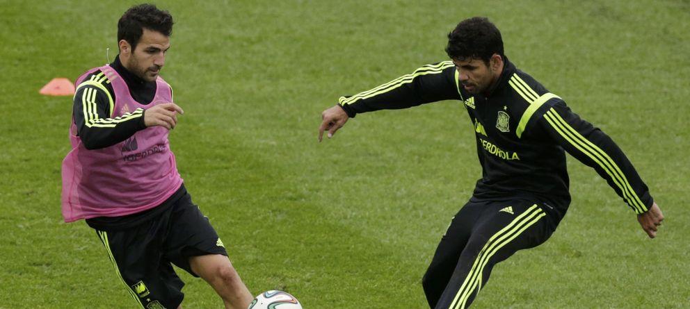 Foto: Cesc Fàbregas y Diego Costa, en un entrenamiento durante el Mundial (Reuters).