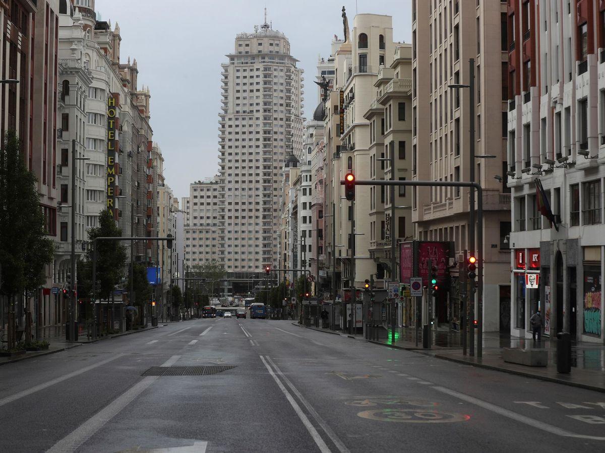 Foto: Vista de la Gran Vía de Madri totalmente vacía. (EFE)