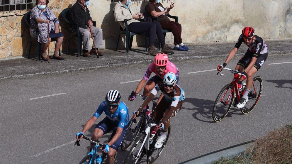 Foto: La Vuelta comienza su paso por Asturias. (EFE)