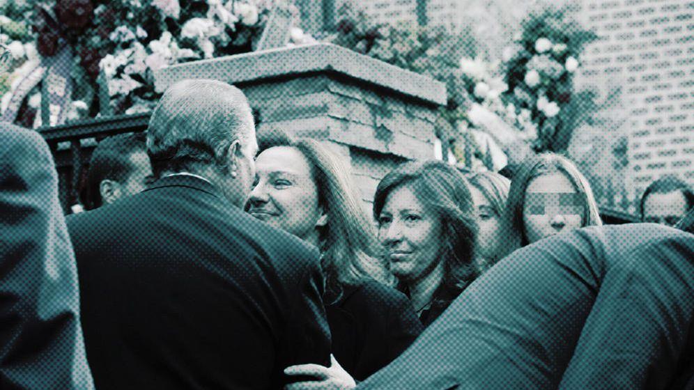 Foto: Marta Álvarez (i) y Cristina Álvarez (d), hijas de Isidoro Álvarez. (Foto: Enrique Villarino)