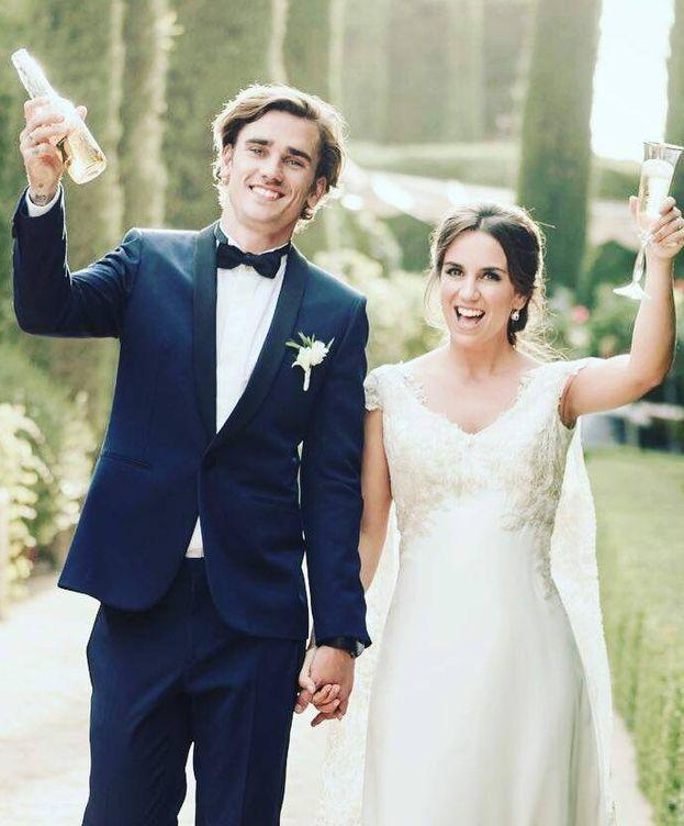 Foto: Antoine Griezmann y Erika Choperena, el día de su boda. (IG @antogriezmann)