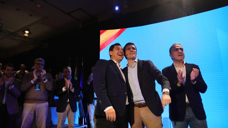 Foto: Juanma Moreno, Pablo Casado y Elías Bendodo, en la inauguración de la Intermunicipal de PP, en Málaga (El Confidencial).