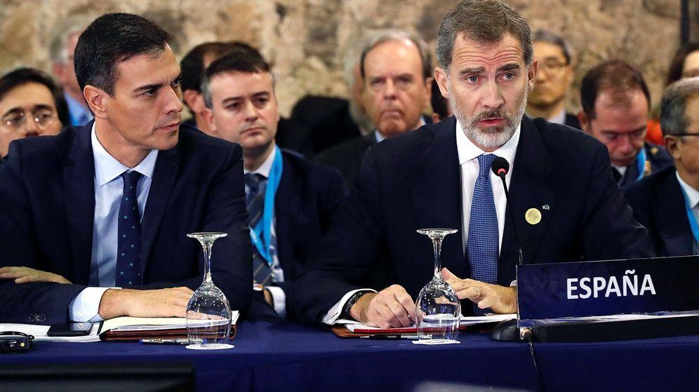 Foto: El rey Felipe VI, durante su intervención en la apertura de la XXVI Cumbre Iberoamericana junto al Presidente del Gobierno, Pedro Sánchez. (EFE)