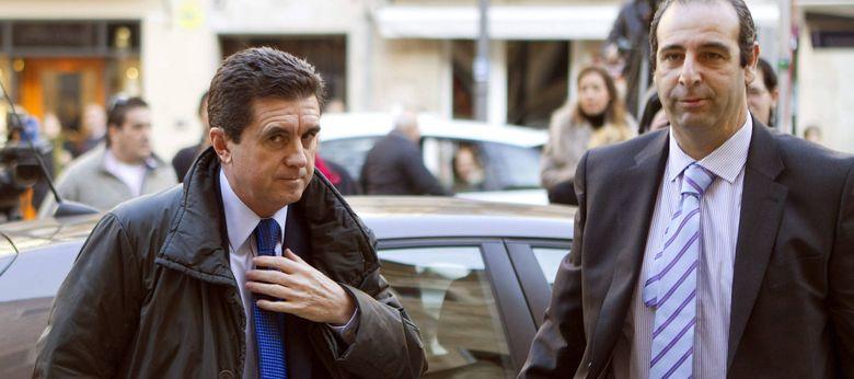 Foto: Matas al llegar al juzgado para declarar por el caso Palma Arena (EFE)
