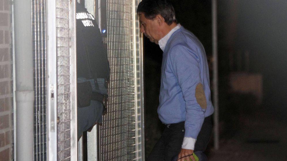 Foto: Ignacio González, tras su detención por la operación Lezo. (EFE)