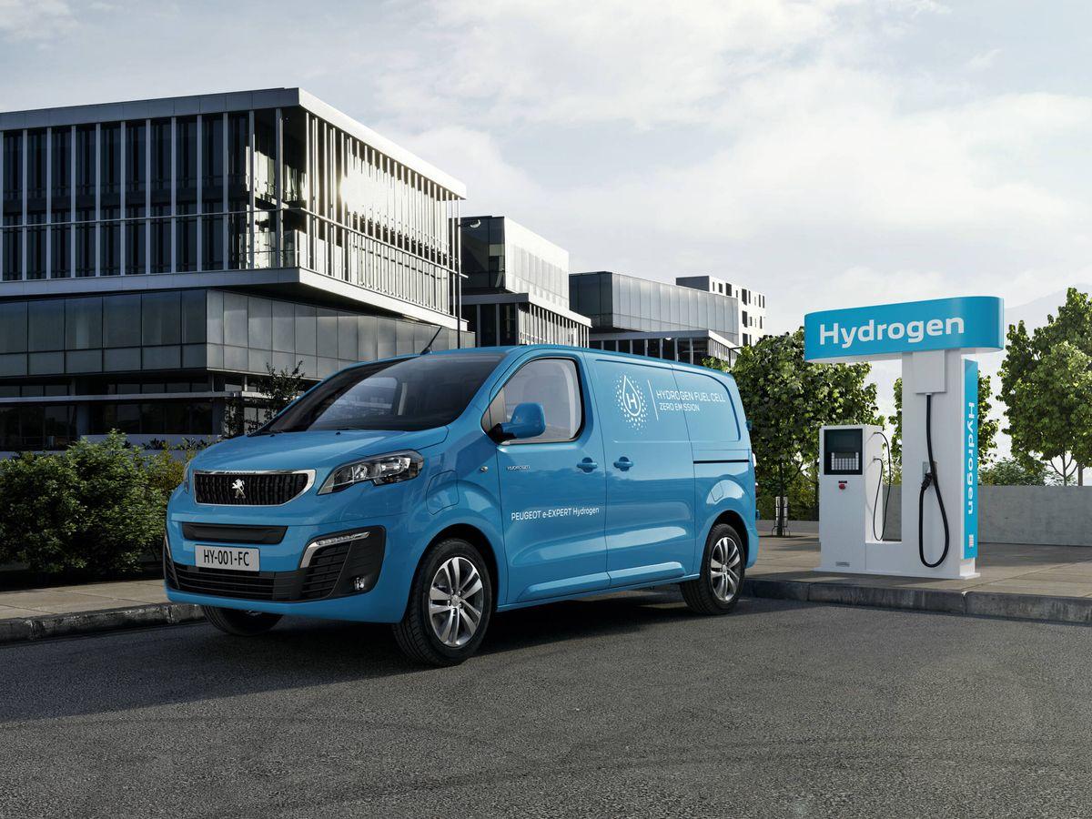 Foto: A principios de 2022, se inicia la comercialización de la Peugeot e-Expert animada por hidrógeno, y de dos modelos gemelos: Citroën Jumpy y Opel Vivaro.