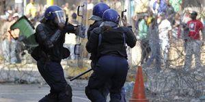 Sudáfrica revive el apartheid con una batalla campal entre negros y 'colorados'