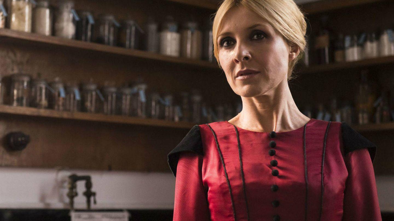Irene Larra (Cayetana) en el primer episodio de 'El Ministerio del Tiempo'