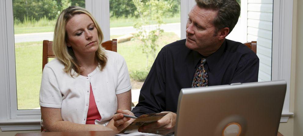 Foto: Los vendedores a domicilio son expertos en el arte de persuadir. (iStock)
