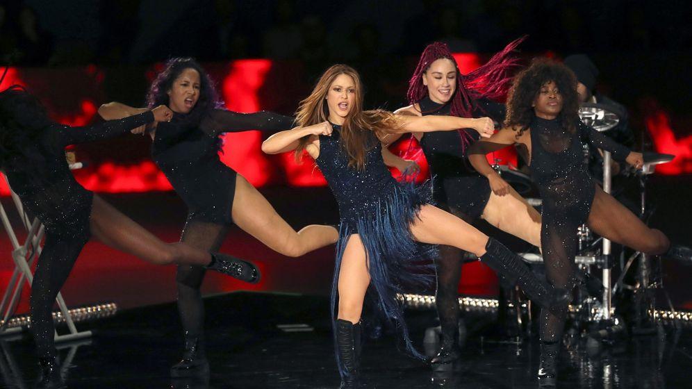 Foto: Actuación de la cantante colombiana Shakira antes de la final de la Copa Davis. (EFE)
