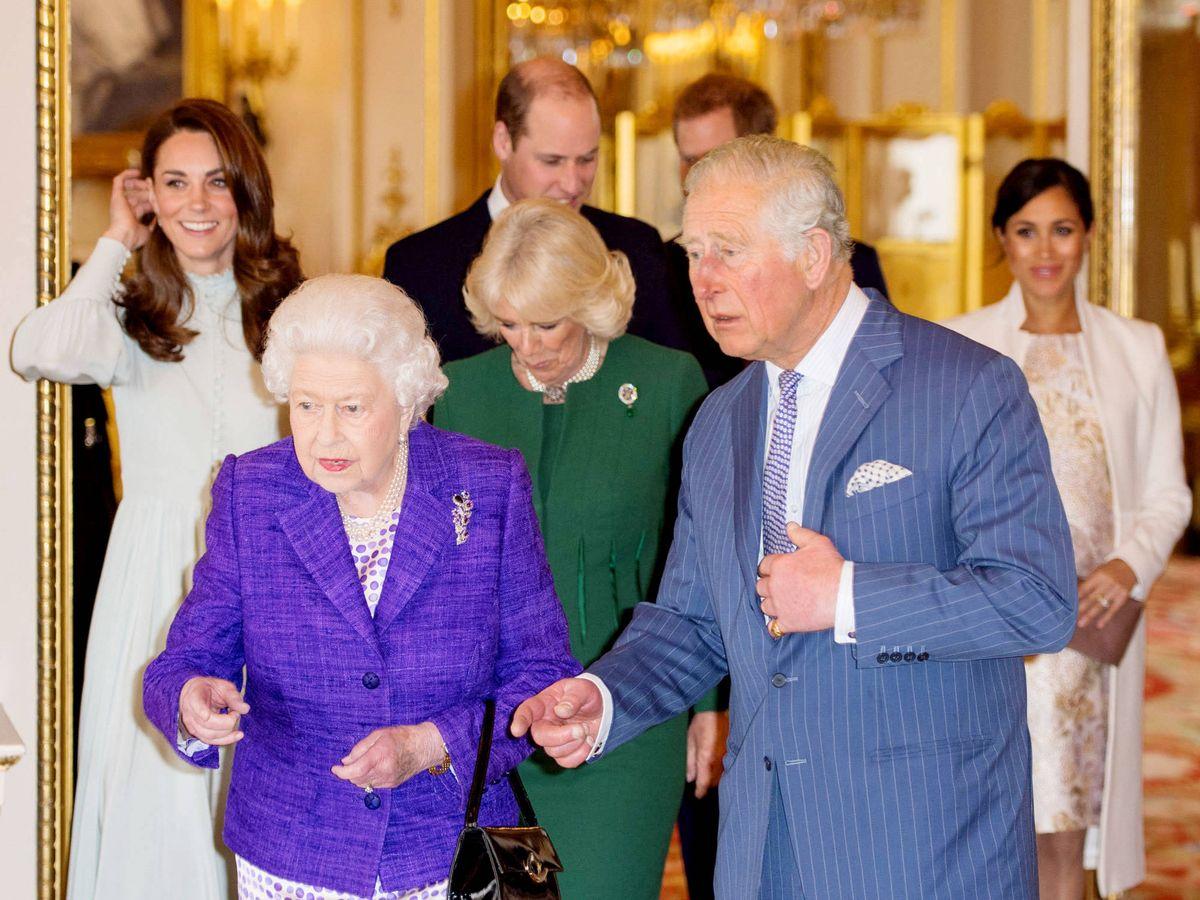 Foto: La familia real británica, en el 50 aniversario de la investidura del príncipe de Gales. (Getty)