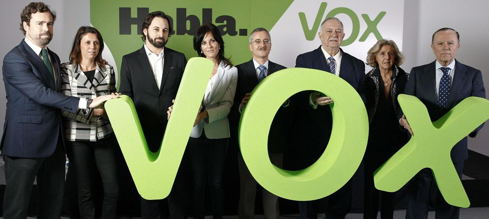 Foto: Espinosa de los Monteros, Ana Velasco, Abascal, Cristina Seguí, Ortega Lara, González Quirós, Vidal Abarca e Ignacio Camuñas (i-d) durante la presentación.