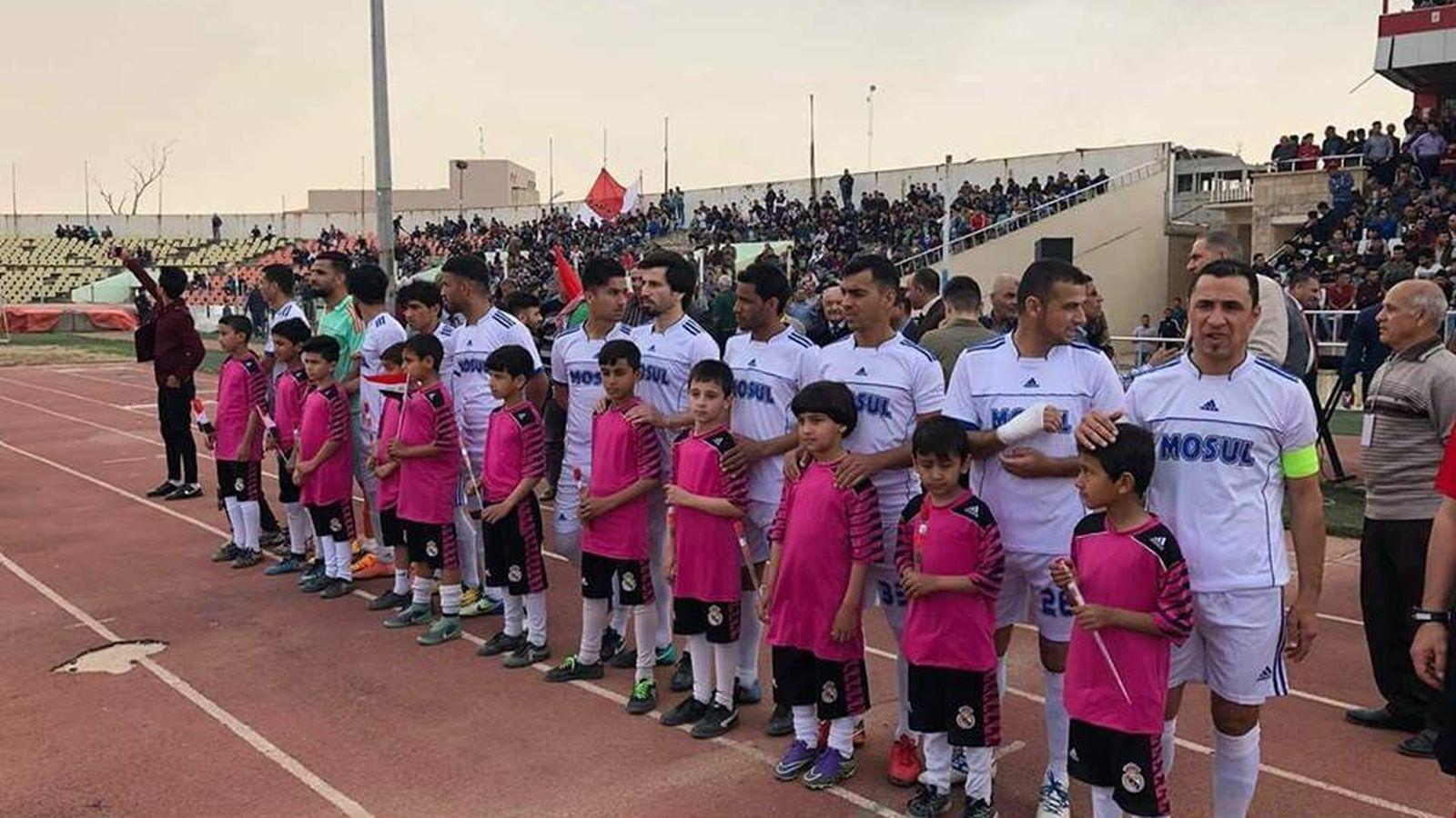 Foto: Los jugadores del Mosul antes de su primer partido. (Twitter/iraq_football_)