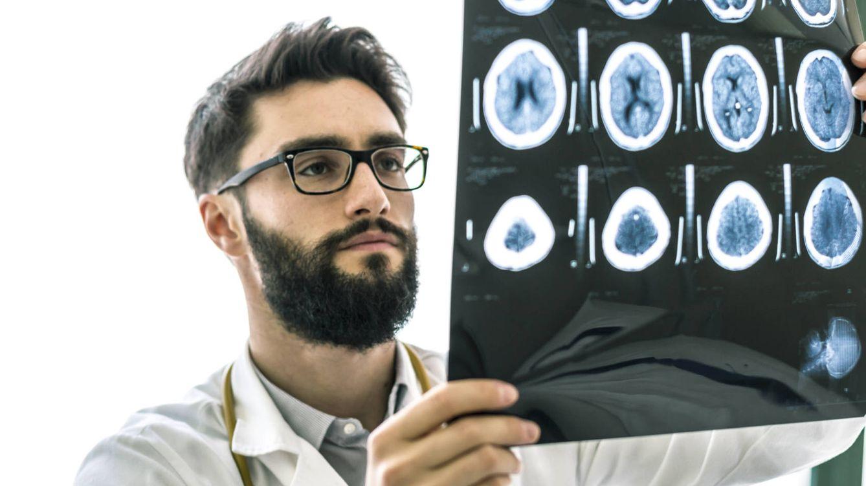 Cuando el daño cerebral puede acabar en demencia. Imagen obtenida de: https://www.elconfidencial.com/alma-corazon-vida/2016-11-06/golpe-cabeza-nino_1284290/