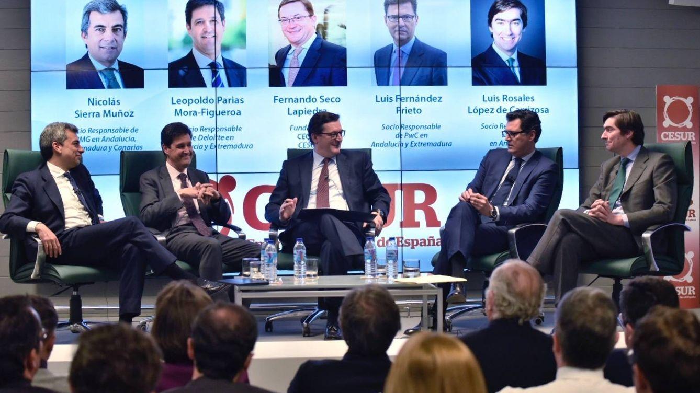 Foto: Nicolás Sierra (KPMG), Leopoldo Parias (Deloitte), Fernando Seco (Cesur), Luis Fernández (PwC) y Luis Rosales (EY). (Foto: Cesur)