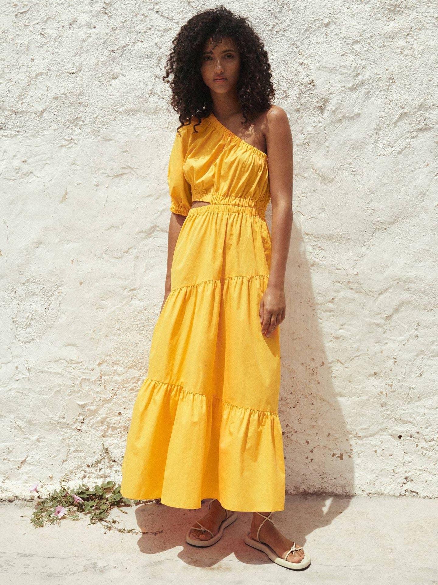 Vestido amarillo de Mango. (Cortesía)